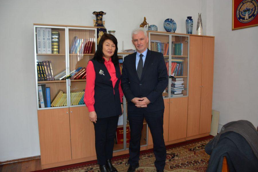 Чрезвычайный и Полномочный Посол Франции в КР Микаэль Ру посетил  Национальную библиотеку КР  им. А.Осмонова