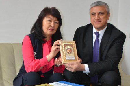 Национальную  библиотеку КР им. А. Осмонова посетил Чрезвычайный и Полномочный Посол Республики Узбекистан в КР Комил Рашидов