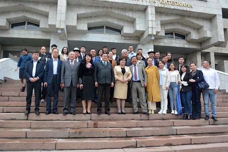 Этнические кыргызы из СУАР встретились с деятелями культуры Кыргызстана