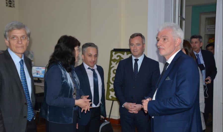 Визит  Госсекретаря при Министерстве Европы и иностранных дел Жан-Батист Лемуан посетил Национальную библиотеку КР им. А. Осмонова