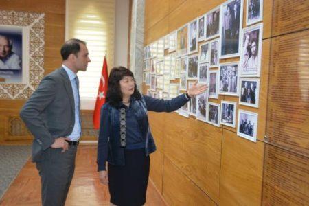 Чрезвычайный и Полномочный Посол  Швеции в КР Х. Камилл посетил Национальную библиотеку КР им. А. Осмонова