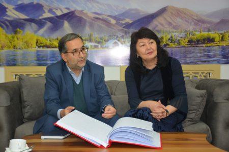 Встреча с главой культурного представительства при Посольстве Исламской Республики Иран Парвиз Гасеми с директором библиотеки Жылдыз Бакашовой