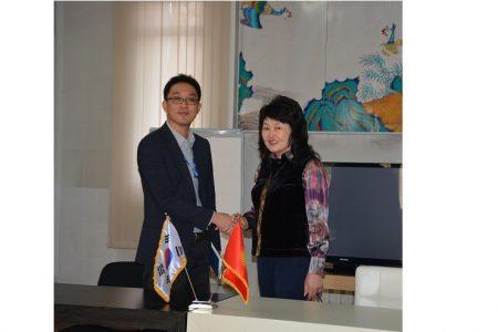 Глава Представительства КОIСА в Кыргызстане О. Донгиль  посетил Национальную библиотеку КР им. А.Осмонова