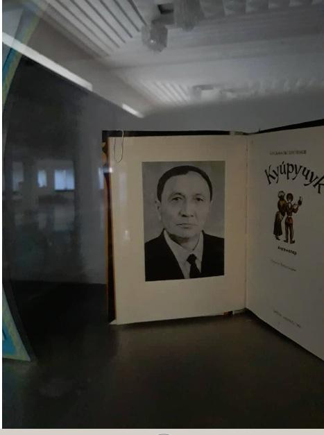 Книжная выставка  посвященная 110-летию со дня рождения известного кыргызского писателя, драматурга и актера Касымалы Бектенова.