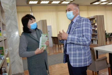 Национальную библиотеку Кыргызской Республики им. А. Осмонова посетил Чрезвычайный и Полномочный посол Украины в КР Жовтенко В. Т.