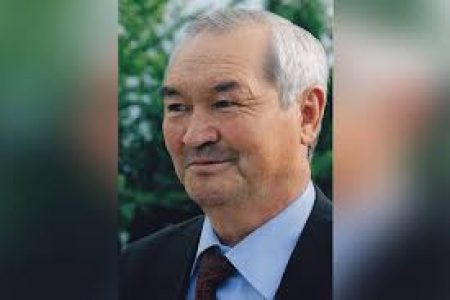 Книжная выставка «Кыргыз илиминдеги кымбат инсан» посвященной 80-летию  профессора Бектемира Мурзубраимова.
