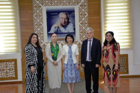 В дар книги Национальной библиотеке Кыргызстана