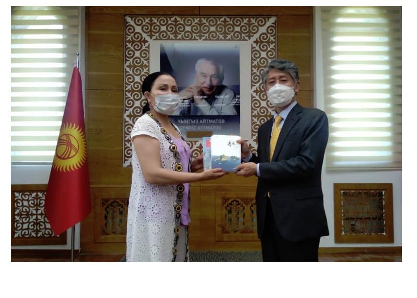 Чрезвычайный и Полномочный Посол Республики Корея в Кыргызской  Республике Ли Вон Джэ посетил Национальную библиотеку Кыргызской Республики  им. А. Осмонова